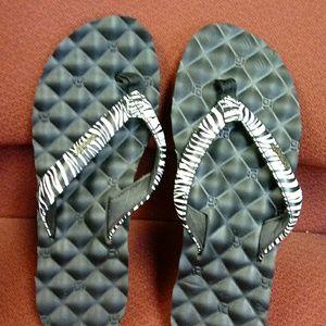 Shoes - Reef flip flops